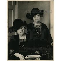 1924 Press Photo Twin Elma & Emma Clutch of Somerville, Mas