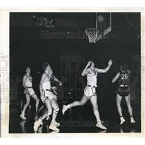 1941 Press Photo Fon Johnson of 20th Century Fox Scores Over Howie Engleman
