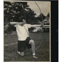 1929 Press Photo Betty Thomson Lakewood High School Student Drawing Bow