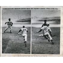 1949 Press Photo Johnny Lindell Yankee heads to 2nd vs Red Sox Vern Stephans