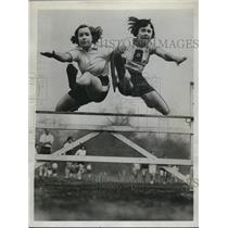 1934 Press Photo Misses W. Almert and K. Robertson English schoolgirl champion