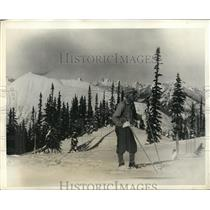 1931 Photo skier Sven Utterstrom training for Olympics Mount Baker