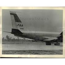 1962 Press Photo FAA's Boeing 720 jetliner during tests at US Naval Air Station