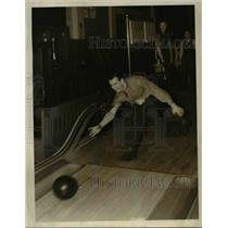 1939 Press Photo Doug Peden, Canadian basketball player, bowling