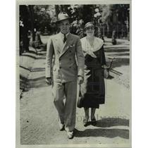 1933 Press Photo Mrs Leland Sterry Senior, Leland Sterry Junior