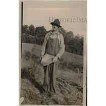 1920 Press Photo Farmer J.L. Skirwin of Monroe County