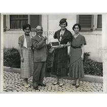 1933 Press Photo Michigan Cherries presented to Amb. Katsuji Debuchi of Japan.