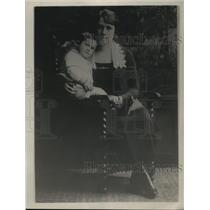 1921 Press Photo Mrs James J Davis  wife of Sec of Labor  & son