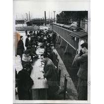 1948 Press Photo Japanese Apply for 37 Apartments Being Constructed in Tokyo