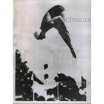 1952 Press Photo Patricia McCormick executes a graceful dive