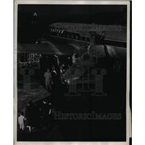1948 Press Photo Mainliner United plane boards for a flight - ned75753