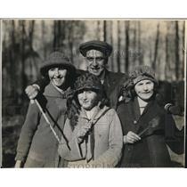 1927 Vintage Press Photo visitors Quebec Maple sugar orchard