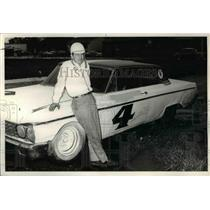 1962 Press Photo Driver Scotty Cain pictured with his 1962 Ford