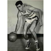 1954 Press Photo Roy Irvin, USC's 6-5 center during meet at Gill Coliseum