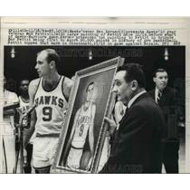 1964 Press Photo Hawk's owner Ben Kerner  with Bob Pettit