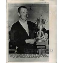 1961 Press Photo Gene Littler with trophy as winner of U. S. Open