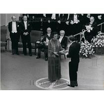 Press Photo Rosalyn Yalow Receives Award From King Carl Gustaf