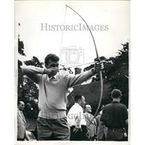 1955 Press Photo Italian tennis competitor Sirola tries archery - KSB48645
