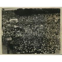 1933 Photo crowd pledges allegiance to Cuban Pres. San Martin Havana