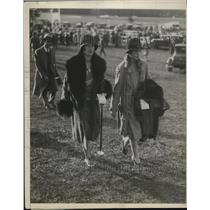 1930 Press Photo Mrs.Louis Star and Mean Regan attends the Fox Hound Race at N.J