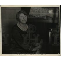 1927 Press Photo Sallie Menkes Pianist & Accompanist Edison Studio Westinghouse