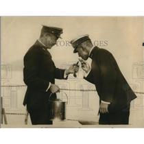 1925 Press Photo Cruise Asama and Admiral Kyakuta lighting a fag