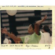1998 Press Photo High School volleyball player Latoya Harris, practicing