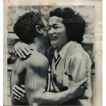 1948 Press Photo Vicki Draves Congratulates Lt. Sammy Lee