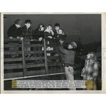 1950 Press Photo Refugees in nearby Tower Hill begin to leave their homes