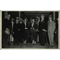 1932 Press Photo Katsuji Debuchi with his wife and their party as they arrived