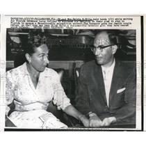 1957 Press Photo Mr. & Mrs. Melvin B. Ellis wait on Leroy Collins announcement
