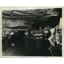 1932 Press Photo Lake discovered at Howe Caverns at Cobleskill in New York