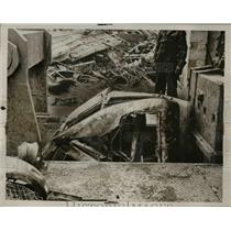 "1937 Press Photo ""Big Benny"" Junkyard Car Smashing Machine, Buffalo New York"