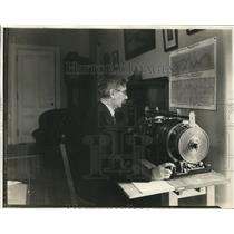 1932 Press Photo Smithsonian's Dr. Charles Abbot with his Periodometer invention