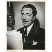 1949 Press Photo Les Mitchell stars on Skippy Theater CBS Radio Show - orp19754