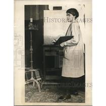 1923 Press Photo Katherine Whitmarsh at her painting art studio