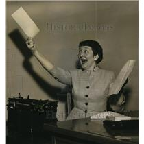 1953 Press Photo Roberta Lanouette winner of national play writing contest