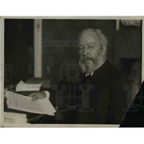 1918 Press Photo Charles H Parkhurst Reading Notes