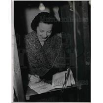 1954 Press Photo Mrs. Frank J. Lausche