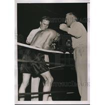 1936 Press Photo Freddie Miller & ref Shea at bout vs Petey Sarron - nes25533