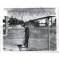 1957 Press Photo Clearwater Fla Jack Davis Phillies rookie outfielder injured