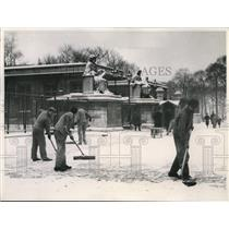 1938 Press Photo Paris Workers Shovel Snow Palais De Bourbon Chamber of Deputies