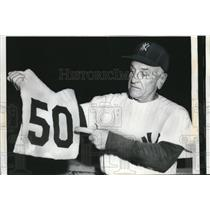 1960 Press Photo NYC Yankee manager Casey Stengel - nes25091