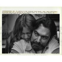 1981 Press Photo Ex hostage Gary Lee and his daughter Dana in Their home
