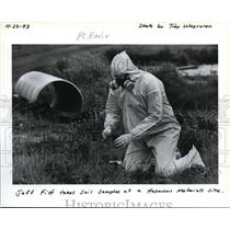 1993 Press Photo Jeff Fitt at a hazardous material site - ora29237