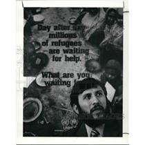 1990 Press Photo Elias Morales, Refugee Information Center senior counselor