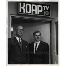 1963 Press Photo Ralph Steele Dave Leonard Station Manger Program Director