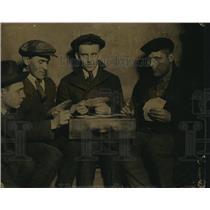 1920 Press Photo Cleveland men play pinochle  A Reed, J Putka & A Lima