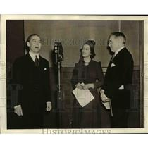 1937 Press Photo Robert SHanley in NBC Studio - orp25843