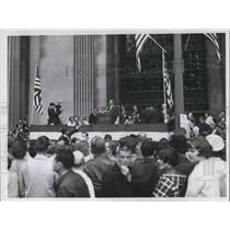 1965 Press Photo Honoring Robert Murray by Thomas V VAil at Public Square